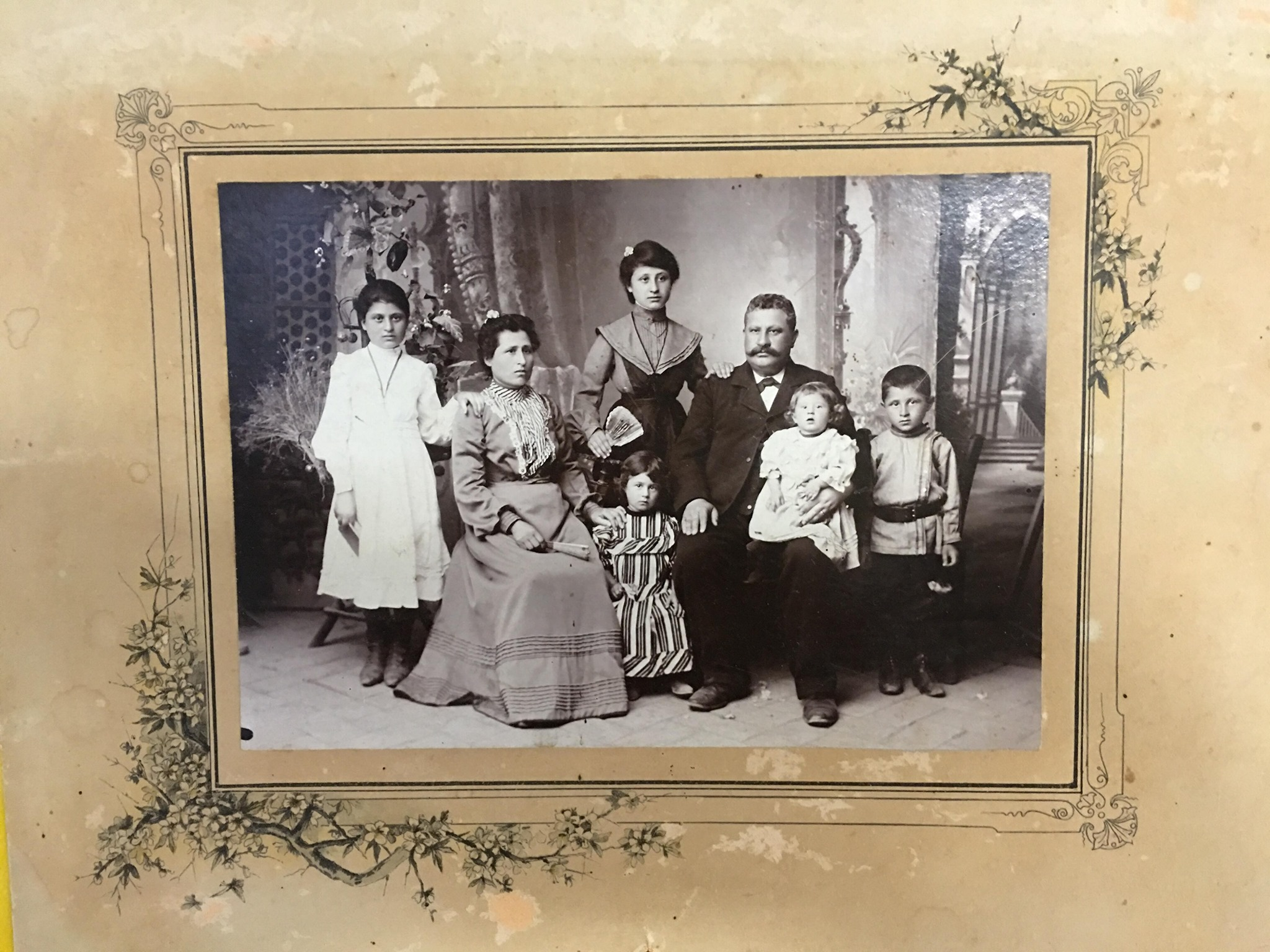 DIGITALIZE YOUR FAMILY MEMORIES